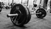 11 najboljih vježbi sa šipkom i tegovima