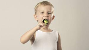 Kako naučiti dijete da jede zdravo
