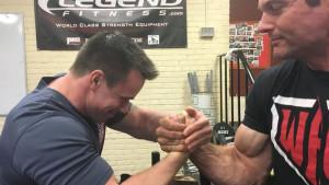 Ljudi s kamenim rukama: Kako izgleda trening profesionalnih takmičara u obaranju ruke
