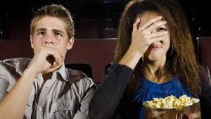 Gledanje horor filmova vodi do debljanja, a objašnjenje je potpuno logično