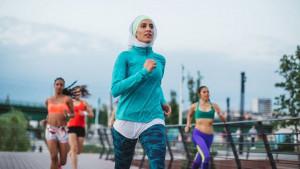 Poznati proizvođač sportske opreme neće prodavati sportski hidžab u Francuskoj