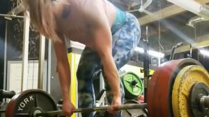 Napravila 5 ponavljanja 205 kg teškog mrtvog dizanja i postidjela većinu muškaraca
