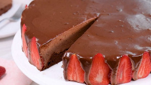 Dvostruko čokoladna torta s jagodama