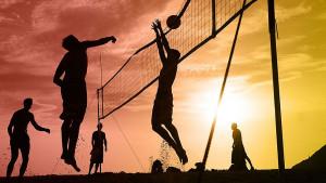 10 iznenađujućih zdravstvenih prednosti odbojke na pijesku