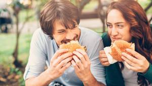 Istraživanje  pokazalo: Sretni parovi se zajedno debljaju