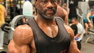 Sa punih 49 godina veteran Dexter Jackson je spreman da održi lekciju duplo mlađim bodybuilderima