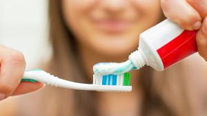Da li zube treba prati prije ili poslije doručka?