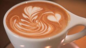 Evo zašto ne biste trebali piti kafu odmah nakon što se probudite