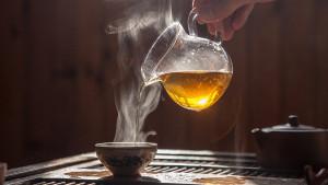 Hoće li vas ispijanje toplih napitaka tokom ljetnog dana zaista rashladiti?