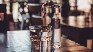 Zašto voda prije i poslije obroka?