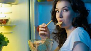 Zašto ne treba jesti kasno navečer?