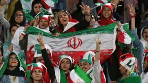 Ženama Irana nakon četrdeset godina dopušteno da uđu na nogometne stadione