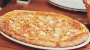 Baš i nije isplativo: Da bi potrošili kalorije nakon pojedene pizze trebali biste hodati četiri sata