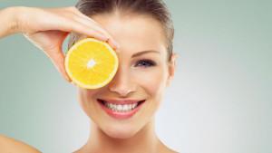 Kako vitamin C utječe na kosu i nokte?