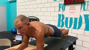Bivši marinac izvodeći plank duže od 8 sati ušao u Guinnessovu knjigu rekorda