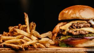 Zašto muškarci trebaju izbjegavati brzu hranu?
