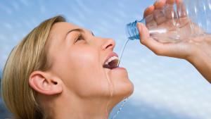 Ne treba pretjerivati! Razlozi zašto je opasno piti previše vode