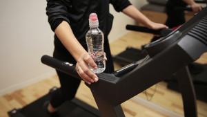 Pravilna hidratacija za vježbače: Koliko vode trebate piti ako se bavite fizičkim aktivnostima?