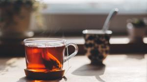 Pet razloga zašto nije dobro piti puno čaja