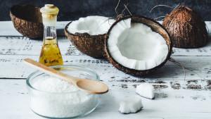 Koristite kokosovo ulje da izbijelite zube i transformišete oralno zdravlje