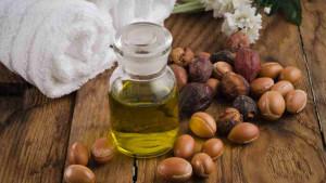 Arganovo ulje: Sredstvo za uklanjanje šminke i rast trepavica