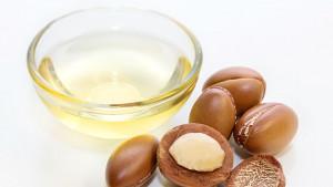 Načini na koje možete koristiti arganovo ulje za zdravlje kose