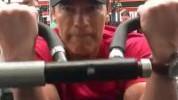 >Arnold u teretani i nakon teške operacije srca