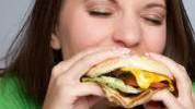 Šta se dešava u stomaku kad jedete cheeseburger?