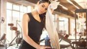 Zašto trebaš prestati nositi šminku dok vježbaš