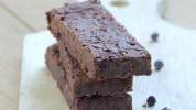 Proteinski kolač s kikiriki puterom i čokoladom