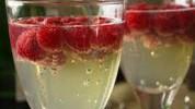 Koktel od bijelog vina i malina
