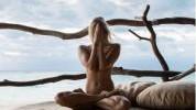 Gola yoga: Novi fitness trend na Instagramu