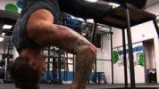 Vertikalni sklekovi za jača ramena
