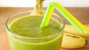 Osvježavajući zeleni smoothie s kikirikijem