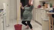 Otkačena trudnica: Tokom plesa joj pukao vodenjak