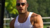 Vin Dieselovo zagrijavanje pred  trening ramena