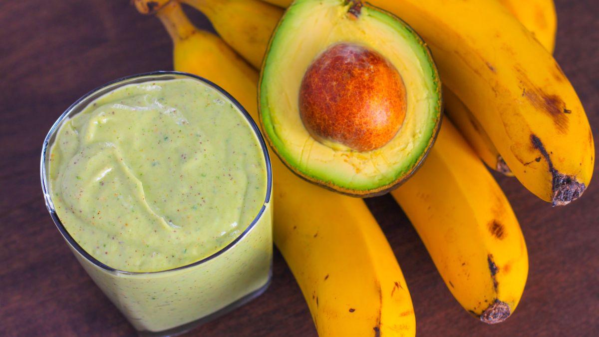 Banana-avokado zamjenski obrok sa stilom