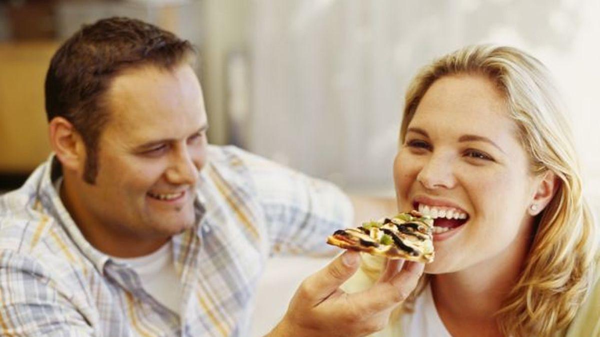 I naučno potvrđeno: Sretne ljubavne veze ljude čine debljima