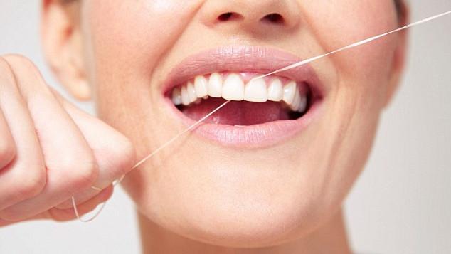 Kako oprati zube bez četkice?