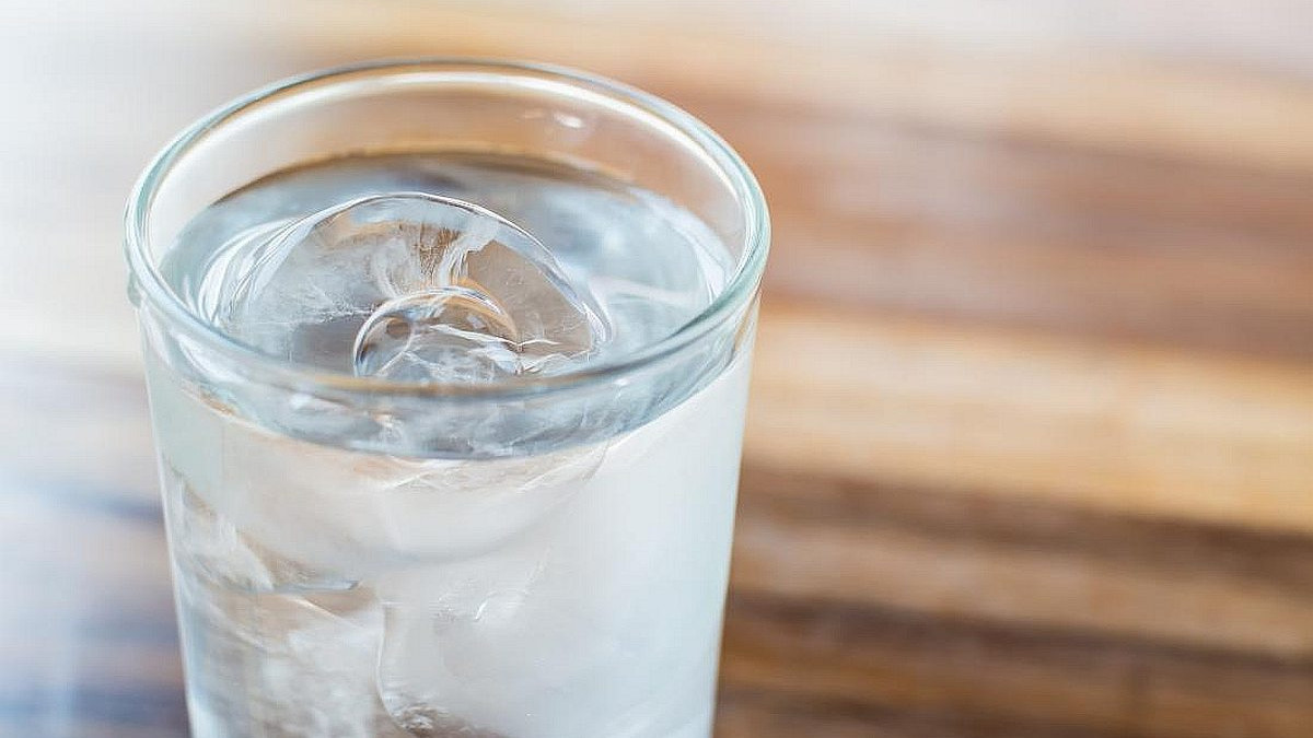 Evo zašto ne trebate piti hladnu vodu tokom velikih vrućina