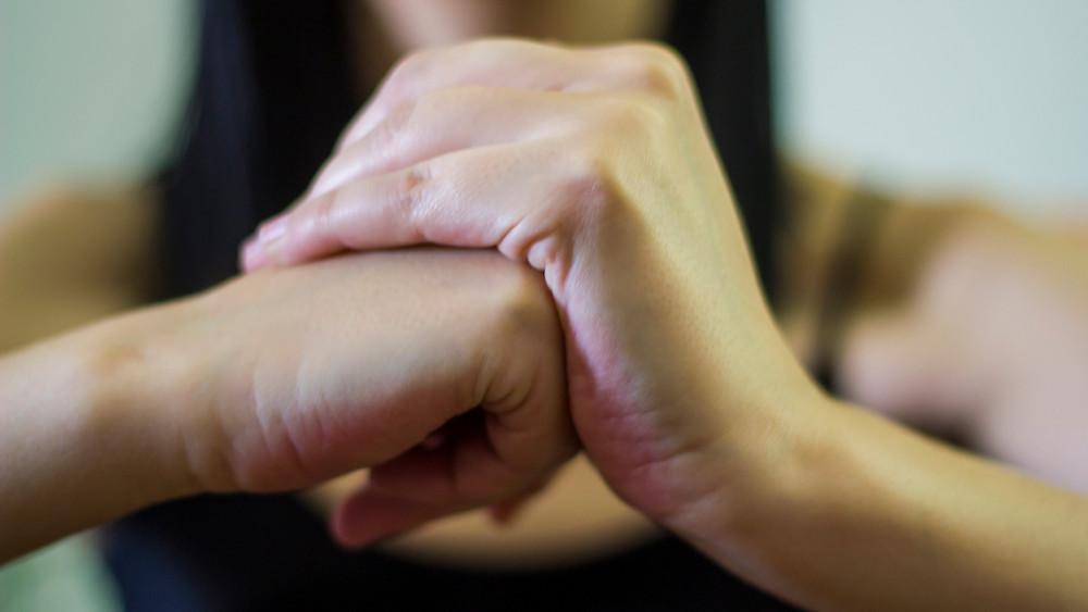 Da li je pucanje prstima štetno?