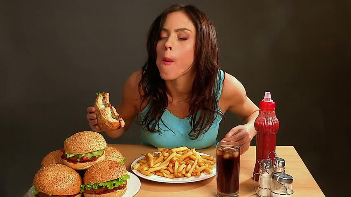 Naučnici tvrde: Nezdrava hrana je povezana sa razvojem mentalnihporemećaja
