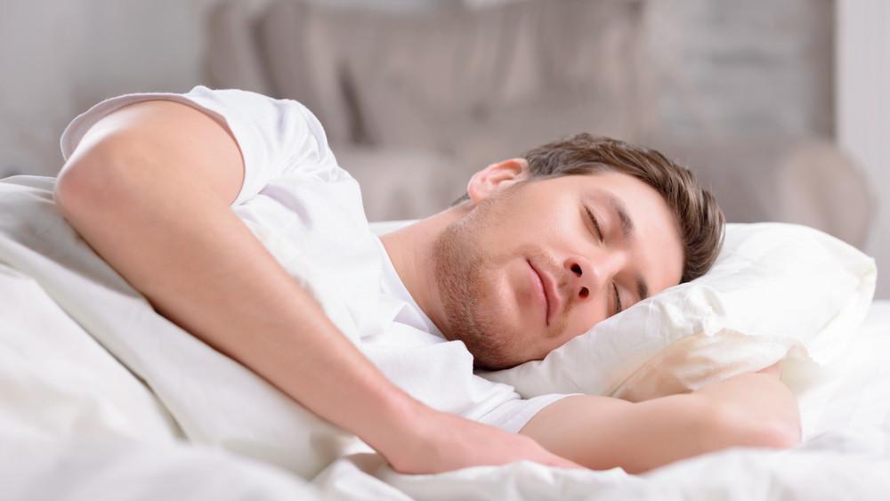 7 razloga zbog kojih biste trebali spavati na lijevoj strani
