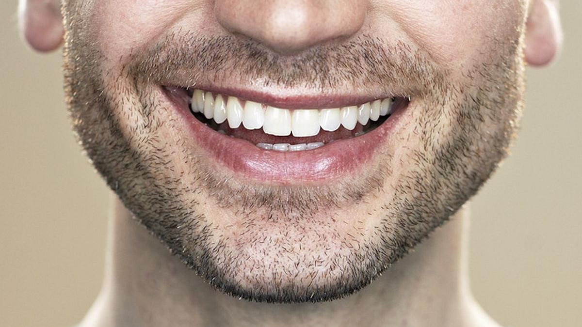 5 jednostavnih načina da prirodno izbijelite zube