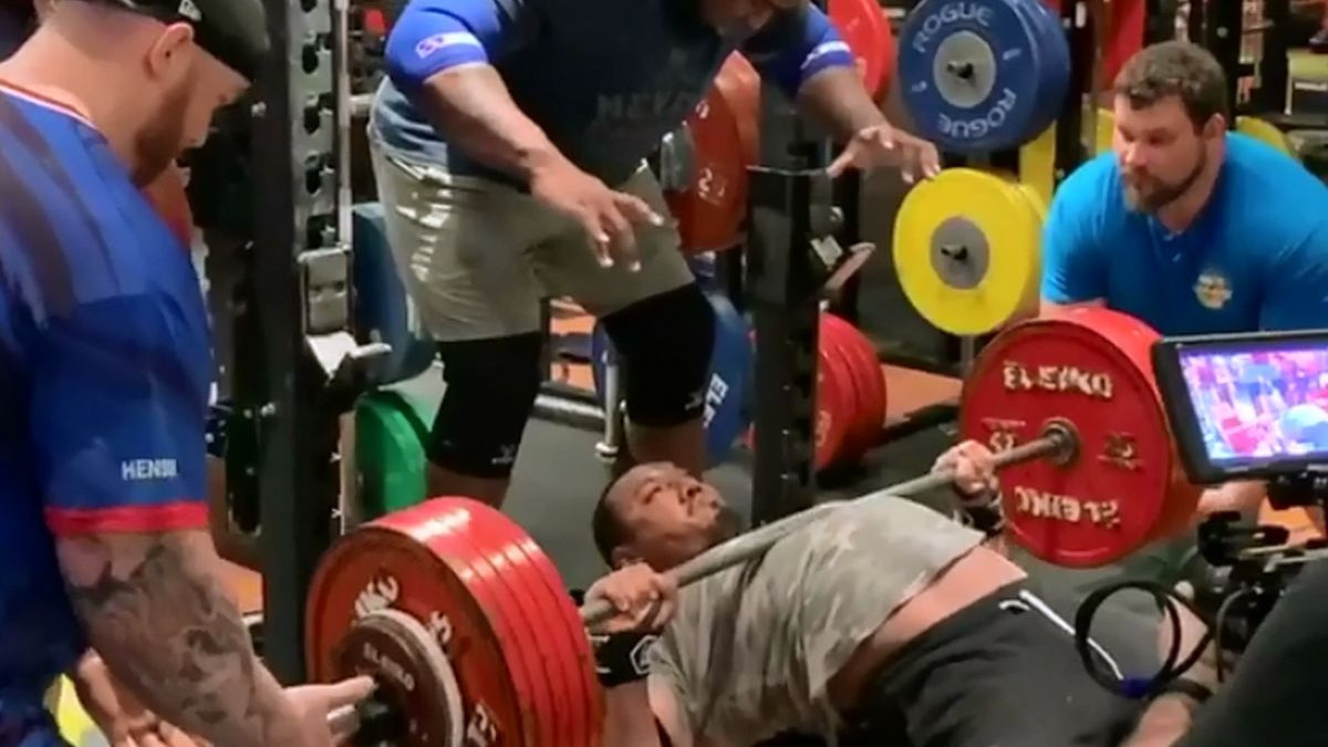U društvu najjačih ljudi na Planeti Larry Wheels oborio sopstveni rekord u bench potisku