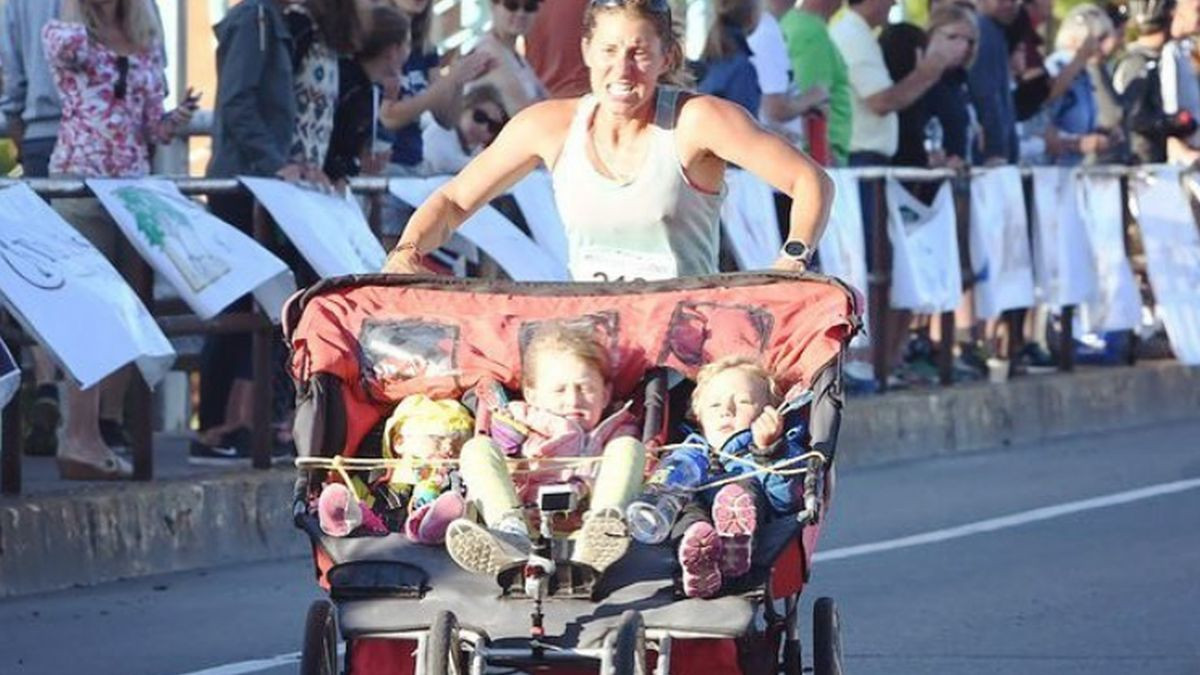 Super mama ušla u Guinnessovu knjigu rekorda: Istrčala maraton gurajući troje djece u kolicima