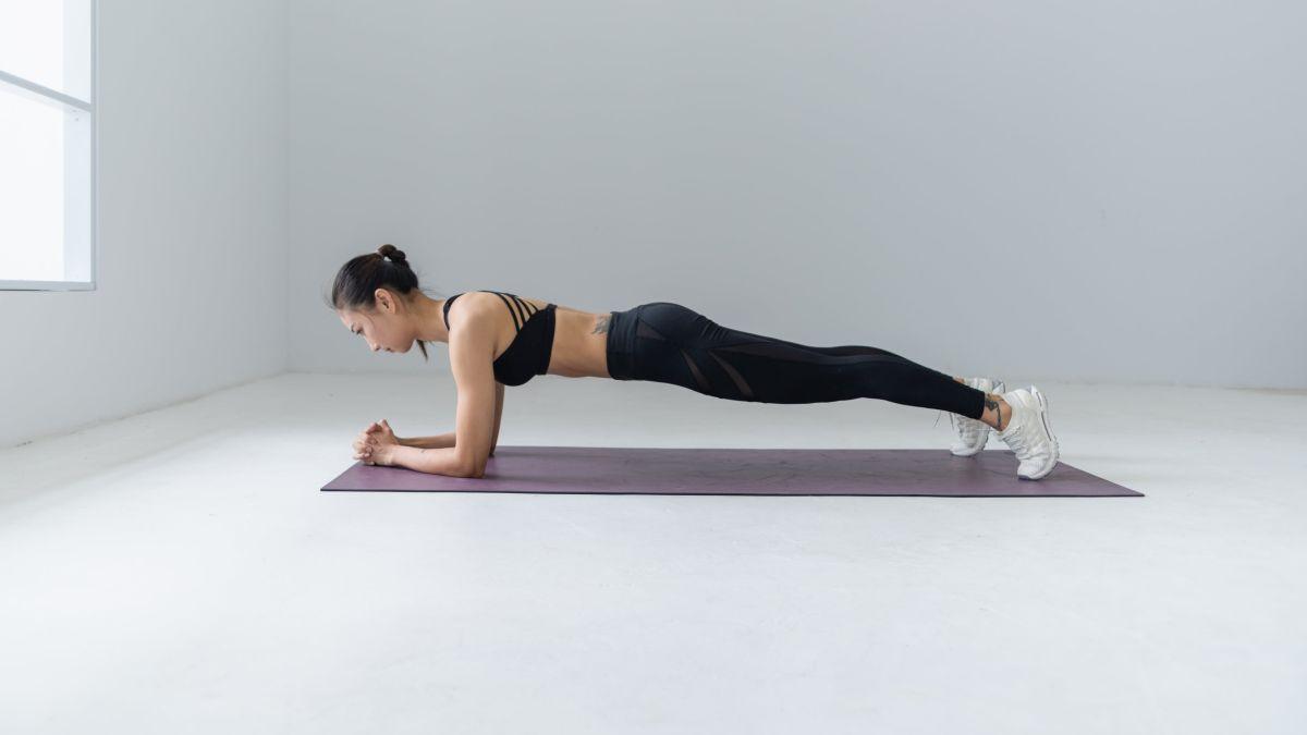 Učinite svoj plank efikasnijim: Pet načina kako otežati poznatu vježbu za cijelu jezgru