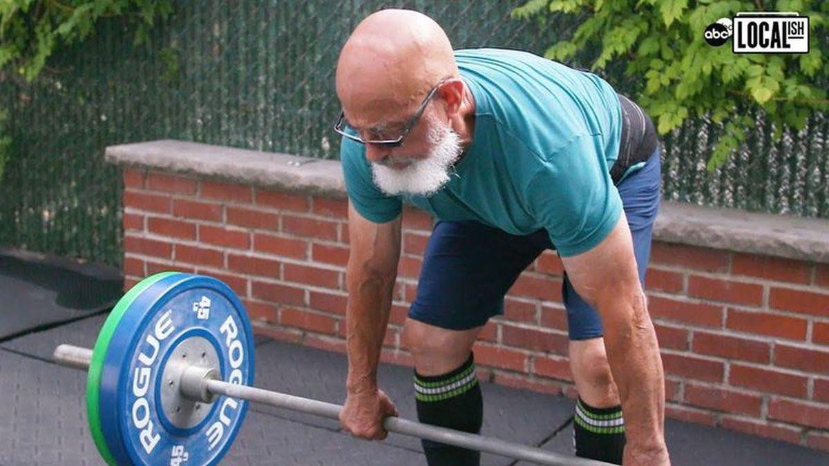U osamdesetim godinama života izvodi treninge kakve ne mogu pratiti ni tri puta mlađi momci
