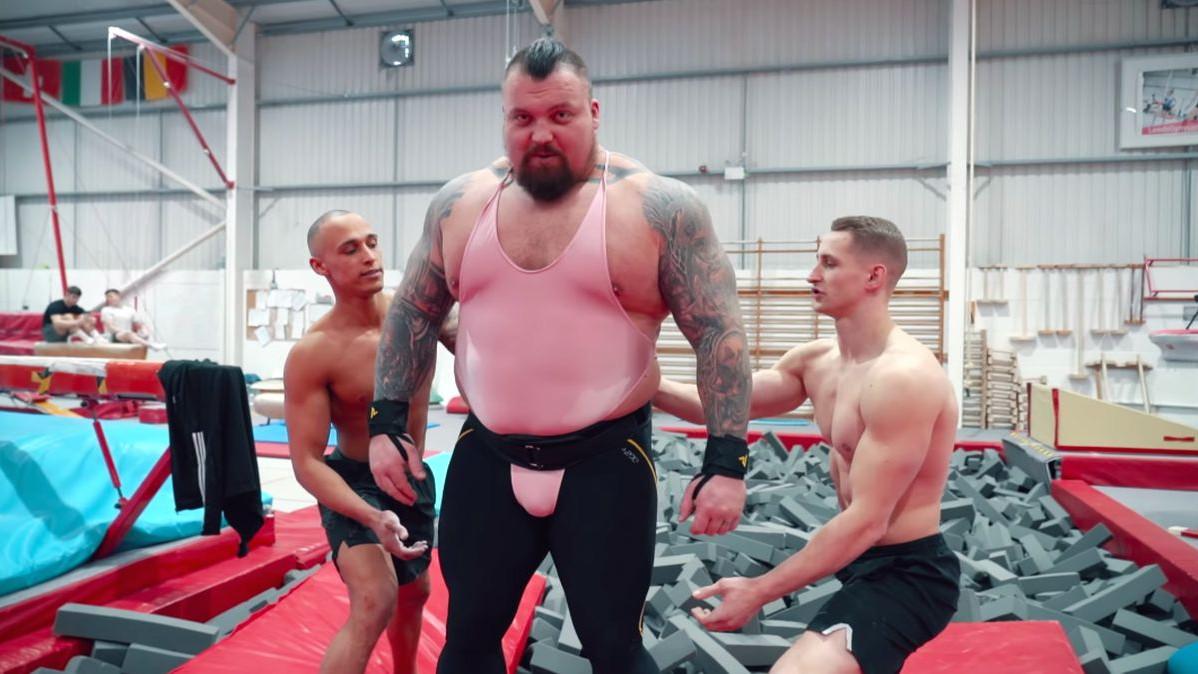 Kako izgleda kada 172 kg težak strongman napravi salto?