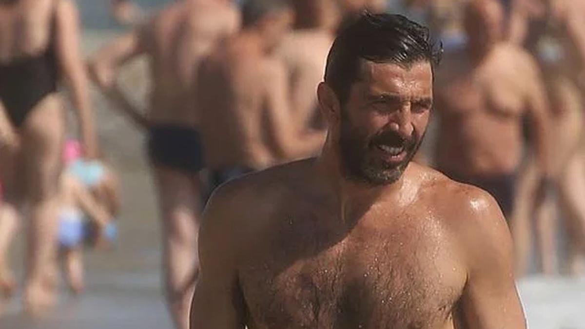 Buffon na plaži mamio ženske poglede